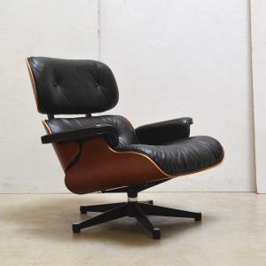 Vitra Eames Lounge Chair Cherry Edition Interior Aksel Aachen Design Chair Worldwide Transport